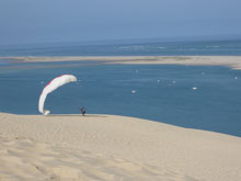 a-paraglider-uses-the-dune-de-pilat-as-a-launch-pad